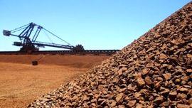 سنگآهن در حال خروج از کانال ۱۰۰ دلاری
