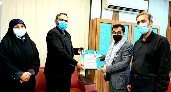 تجلیل از مدیر روابط عمومی شرکت فولاد خوزستان